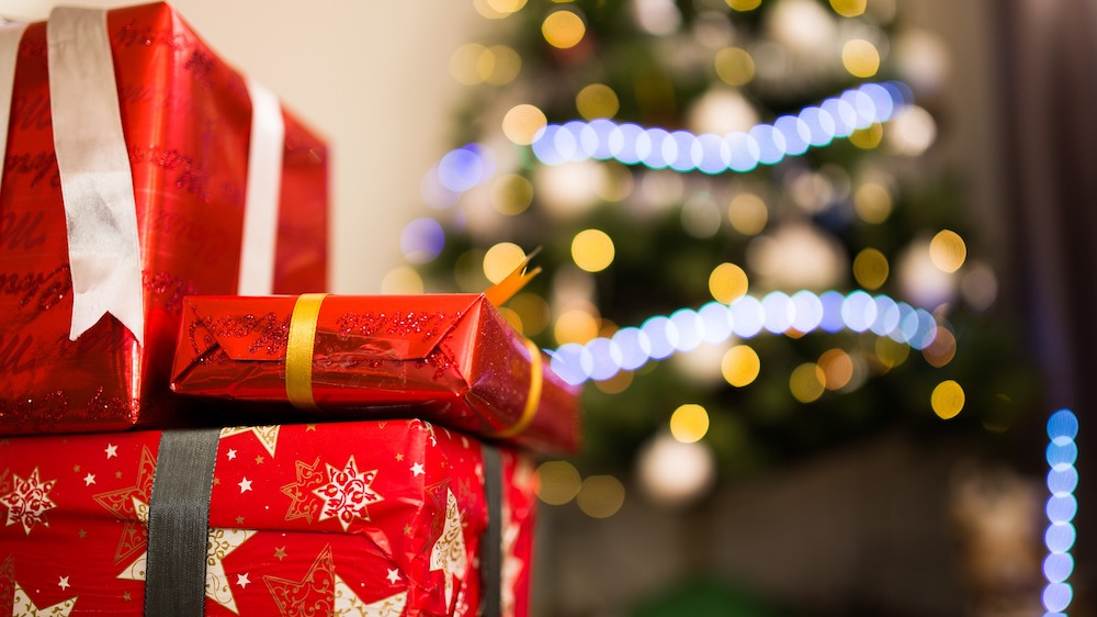 Rules for buying your boss a Christmas present
