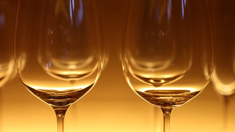 glasses-wine-glasses-eat-restaurant-60554