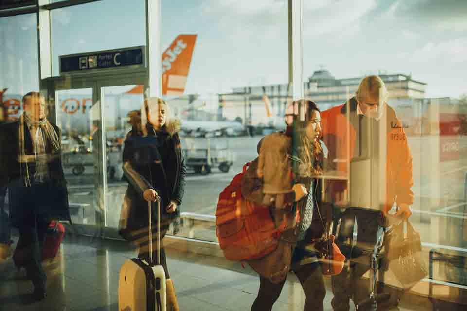 airport-731196_960_720