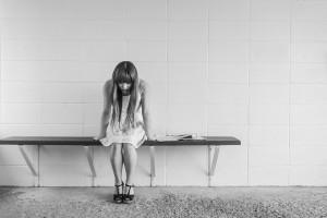 girl at work feeling unwell - presenteeism