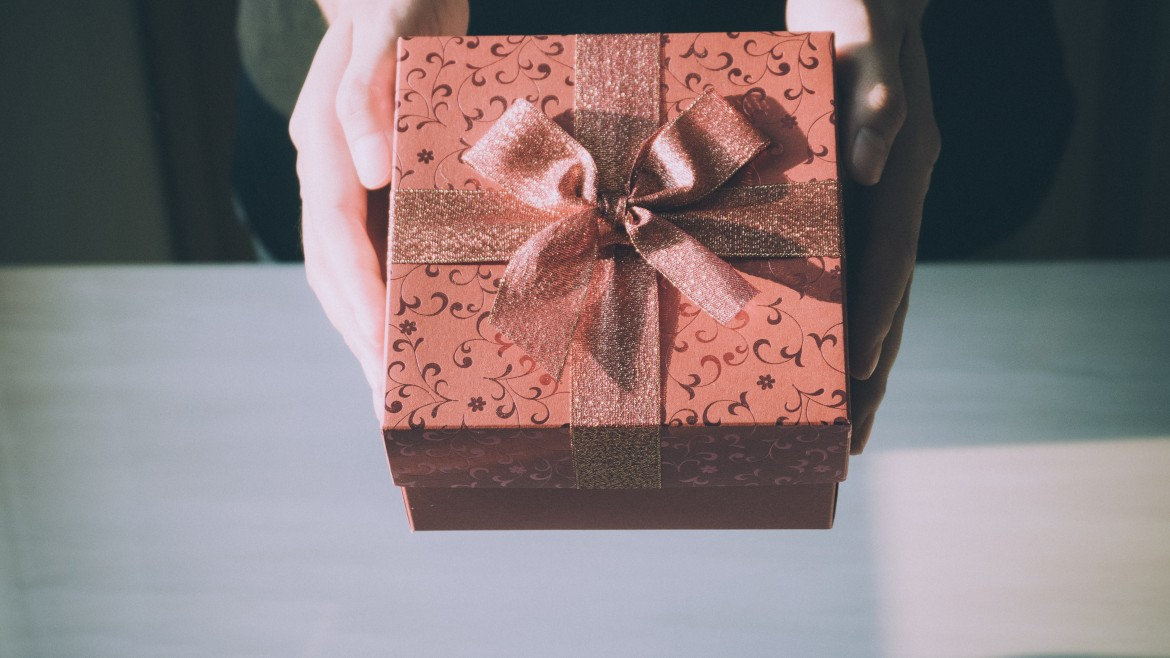 How to: choose a business gift