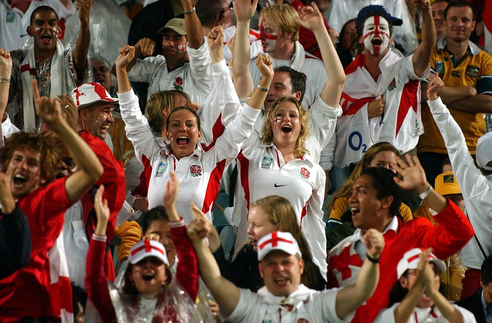 FPR88847/SYDNEY AUSTRALIA/November22/England fans celebrate a  Jason Robinson try during the Rugby World Cup 2003 final match between England and Australia at the Sydney Olympic Stadium, Saturday.©FOTOPRESS/Ross Land..MANDATORY CREDIT..2003..